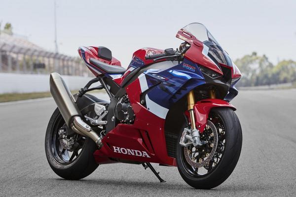 Front angle view of the Honda CBR1000RR Fireblade