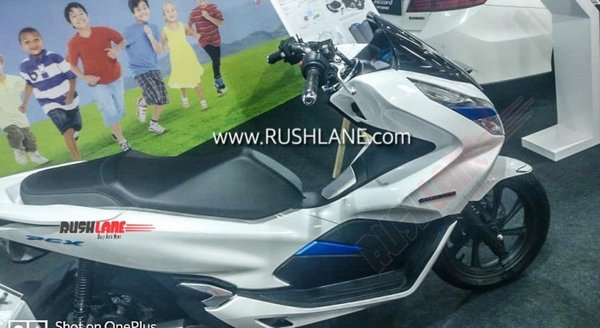 Side profile of Honda PCX Electric
